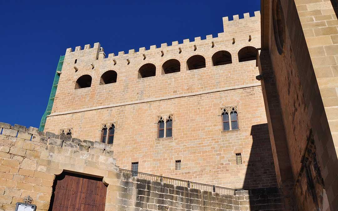 La fachada Sur del castillo de Valderrobres luce ya totalmente restaurada. FOTO. Javier de Luna.