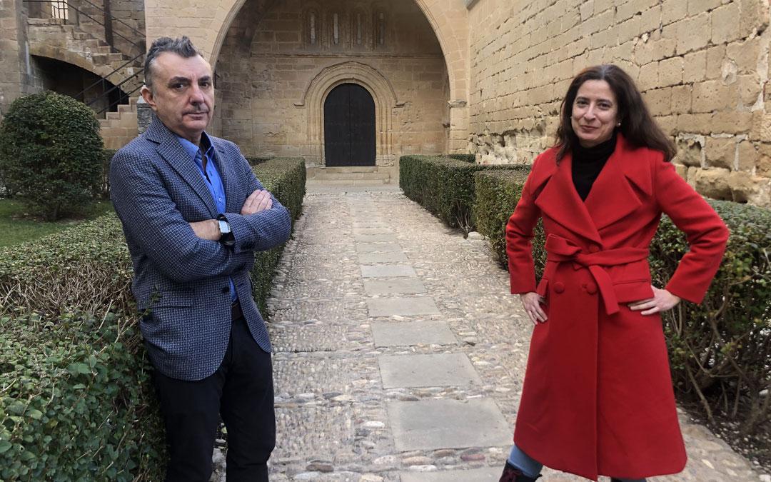Los escritores Manuel Vilas y Ana Merino este jueves en el Parador de Alcañiz / L. Castel
