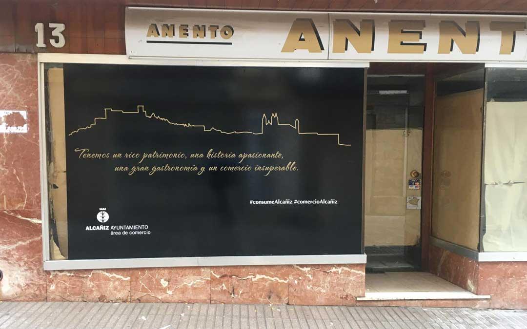 Uno de los vinilos se puede encontrar en la calle Alejandre / Ayto. Alcañiz