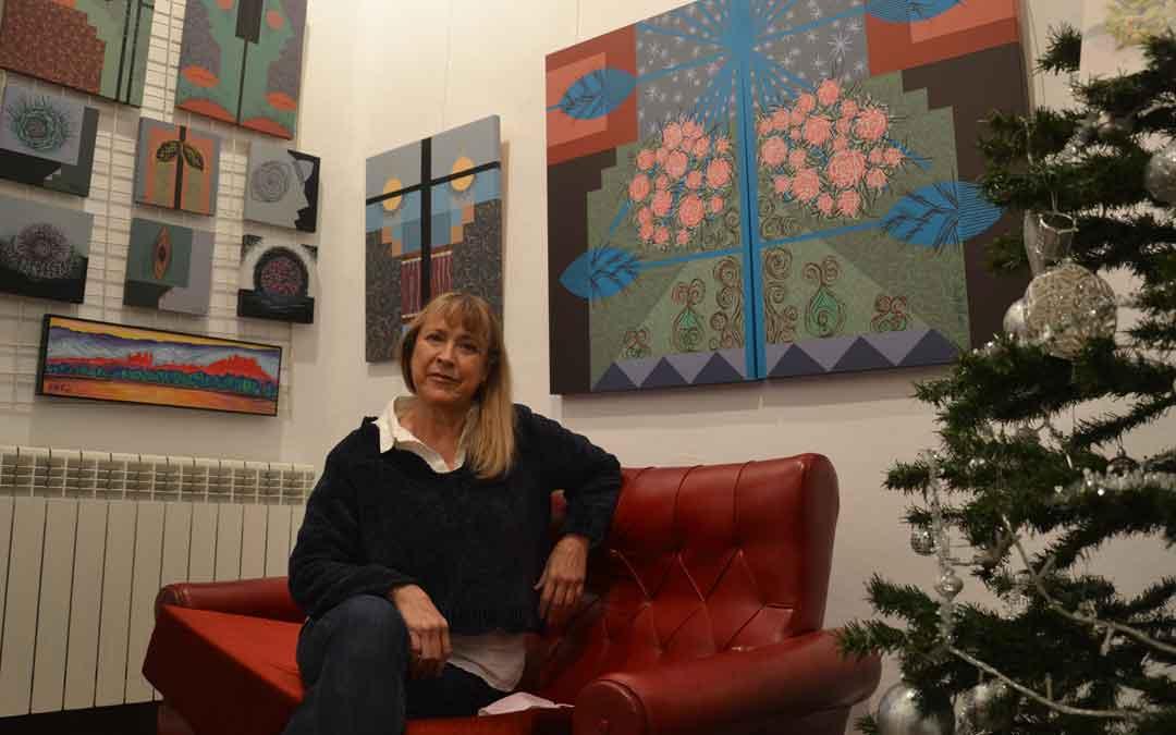 Merche Zagalá este jueves en su estudio de la calle Mayor, que ha alquilado a la artista María Senli. / M. Q.