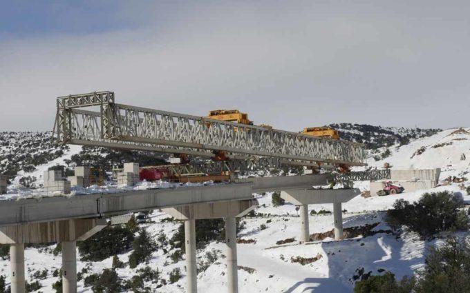 Recta final para la colocación de las vigas del gran viaducto del puerto de Querol