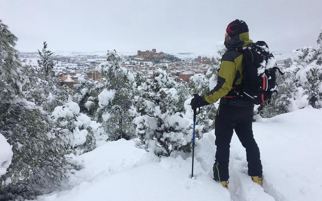 Vista de Alcañiz con esquíes incluidos./ Club La Cordada