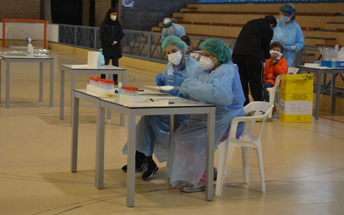 Salud Pública realiza unas 200 pruebas diagnósticas en el polideportivo de Alcañiz