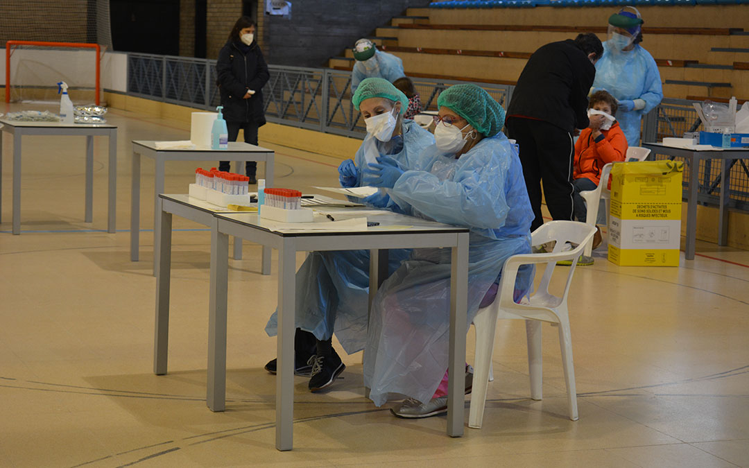 Los sanitarios se han instalado en la pista de hockey./ IULIA MARINESCU