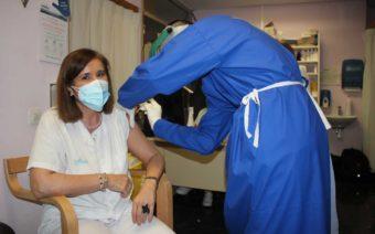 El Hospital de Alcañiz comienza con las vacunaciones a los profesionales de primera línea