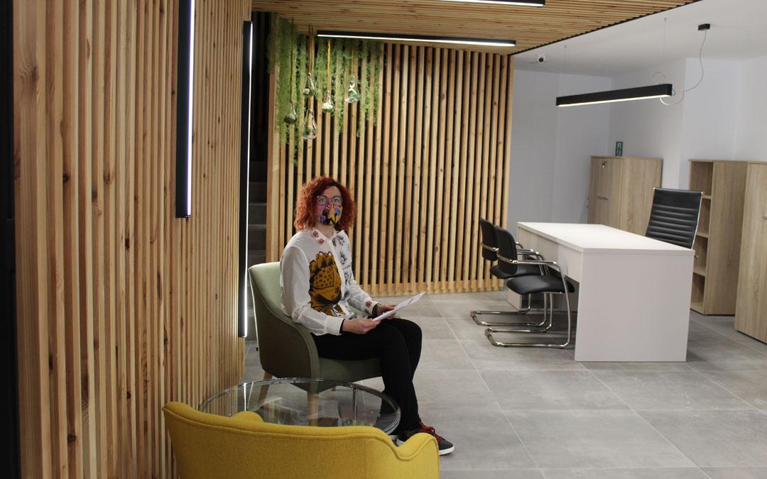 Cristina Espada es la dinamizadora y ocupará una de las mesas en recepción. / B. Severino