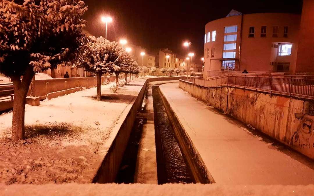 La nieve ya cuaja en Alcorisa./ Alba HC