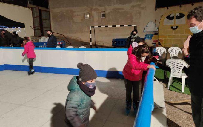 Alcorisa estrena una pista de hielo sintético
