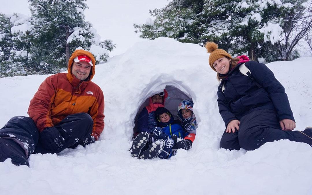 Un iglú, el mejor refugio para el frío de Andorra./ Sara, Eric y Acher Ciércoles Giménez