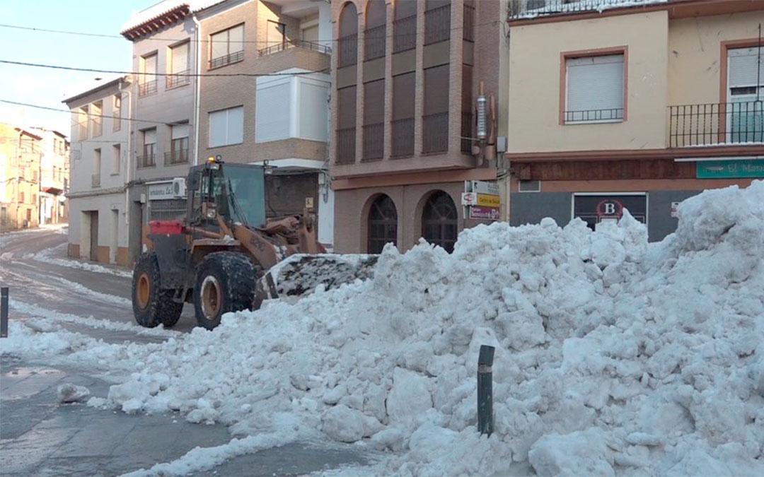La Brigada Municipal de Obras de Andorra limpia las calles tras Filomena./ Ayto. de Andorra