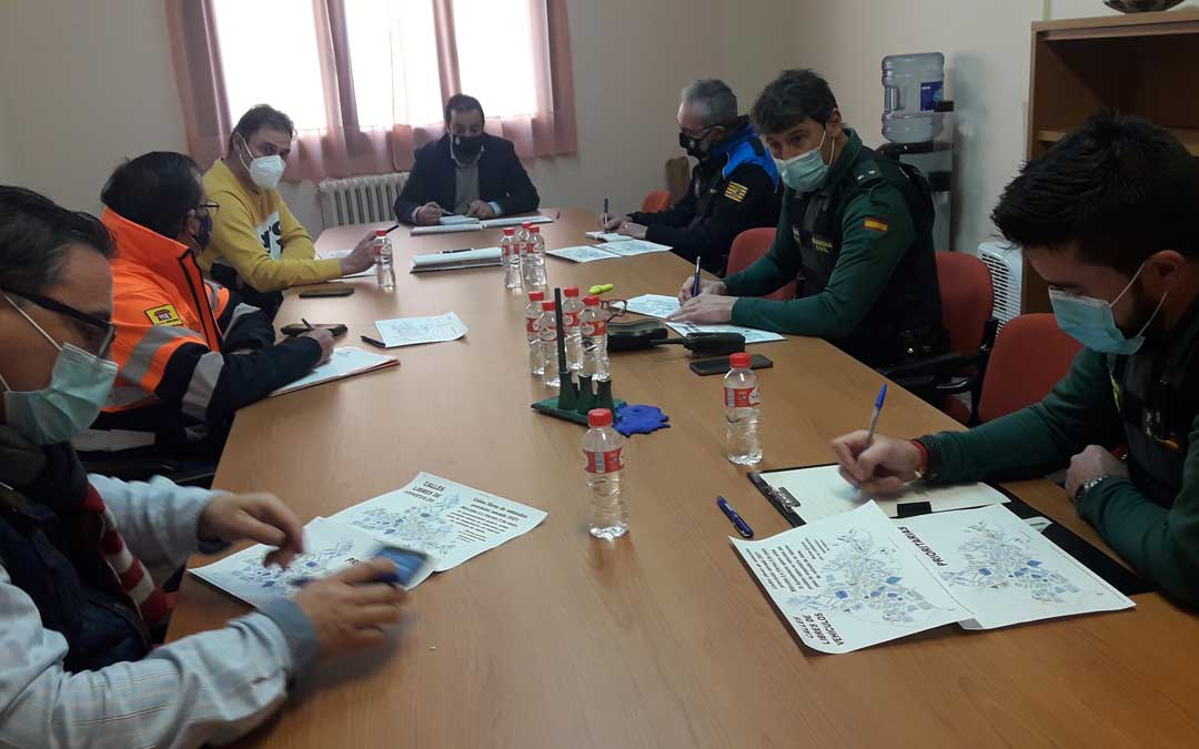Consistorio, Guardia Civil, Policía Local y Protección Civil estudiaron en una reunión las pautas a seguir para hacer frente a la borrasca Filomena / Ayto. Andorra