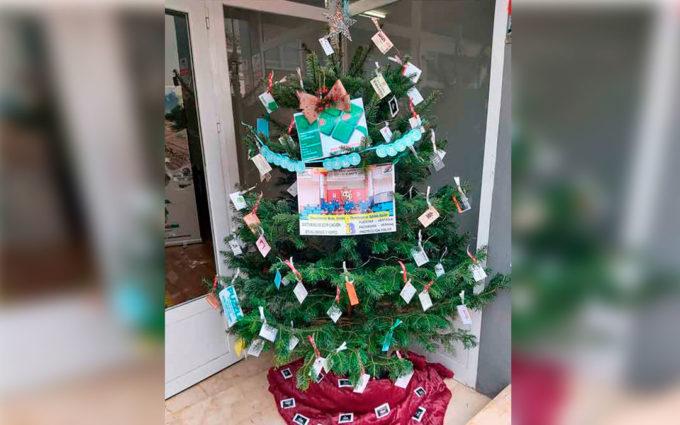 Un árbol navideño del Fútbol Sala Caspe para agradecer el apoyo a su afición