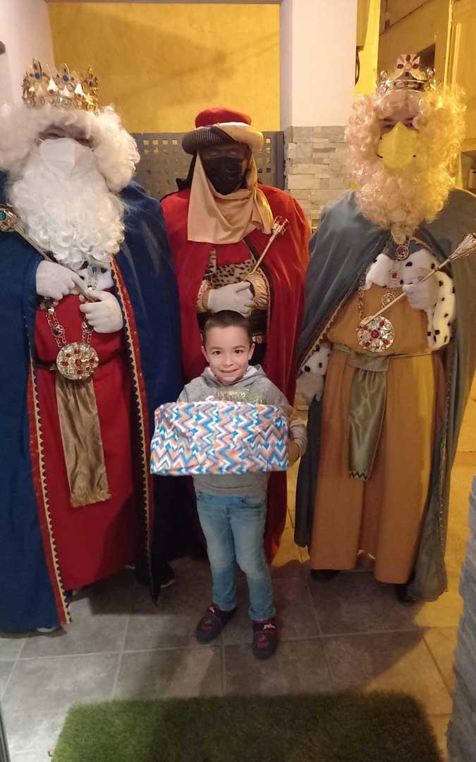 Los Reyes han entregado los regalos casa por casa en Ariño / Ayto. Ariño