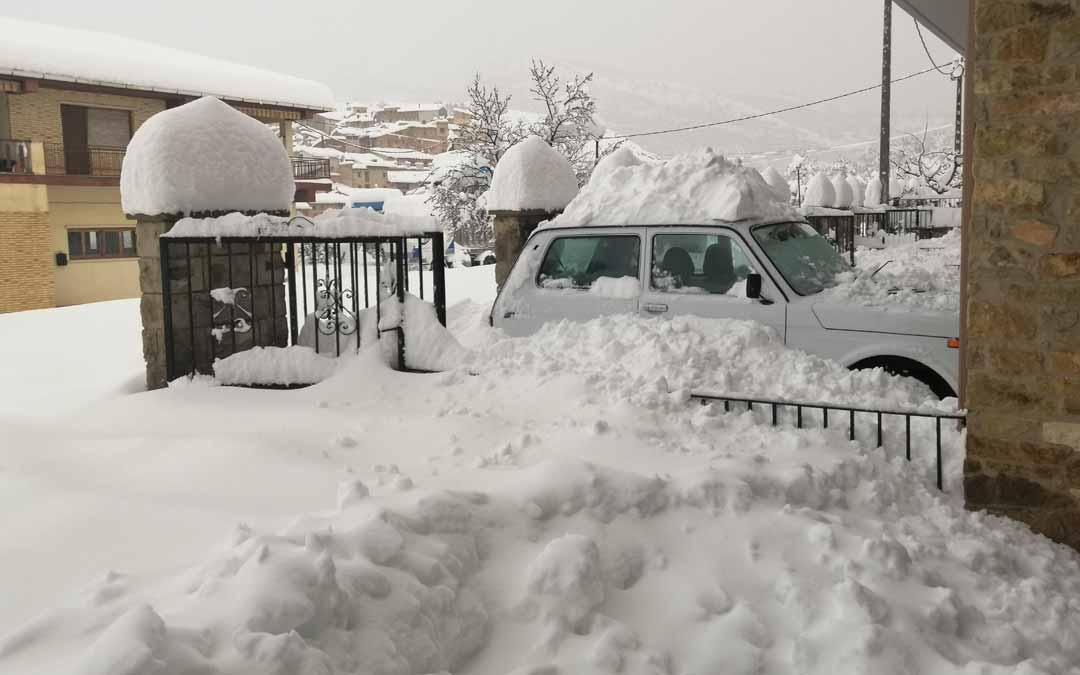 La nevada alcanzó 1 metro de espesor llegando a imposibilitar salir de casa. Todo ello sin fluido eléctrico ni telefonía fija y móvil. J.L.