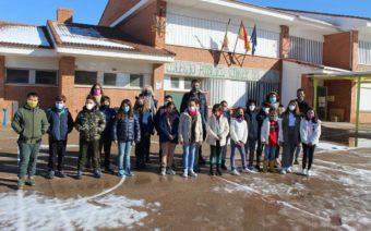 El Ayuntamiento de Calanda reparte mascarillas para cada día a escolares y docentes del colegio