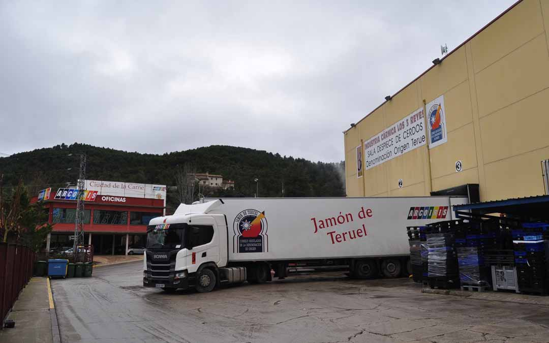 El matadero comarcal de Valderrobres está situado en las instalaciones de la Ciudad de la Carne. J.L.