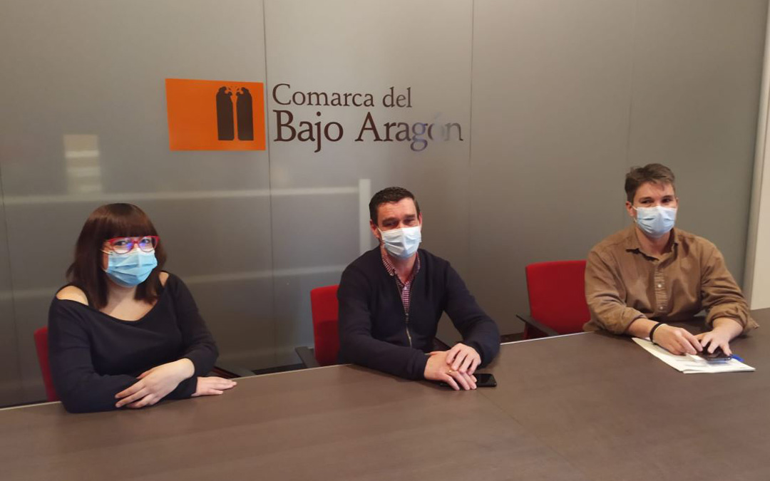 Susana Traver, Luis Peralta y Rañul Broto en la reunión entre DPT y Comarca del Bajo Aragón. / DPT