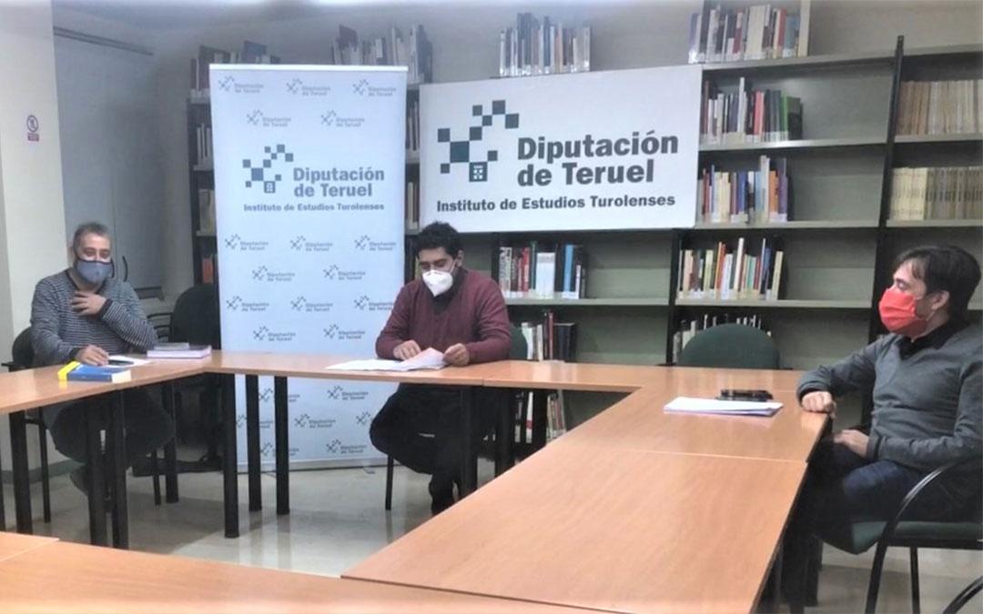 Una reunión de parte de los miembros del área audiovisual del IET con el diputado delegado Diego Piñeiro y el director de la entidad, Nacho Escuín./ DPT