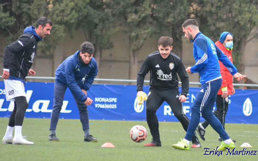 Jugadores del CD Caspe durante un entrenamiento en Los Rosales. Imagen: Erika Martinez