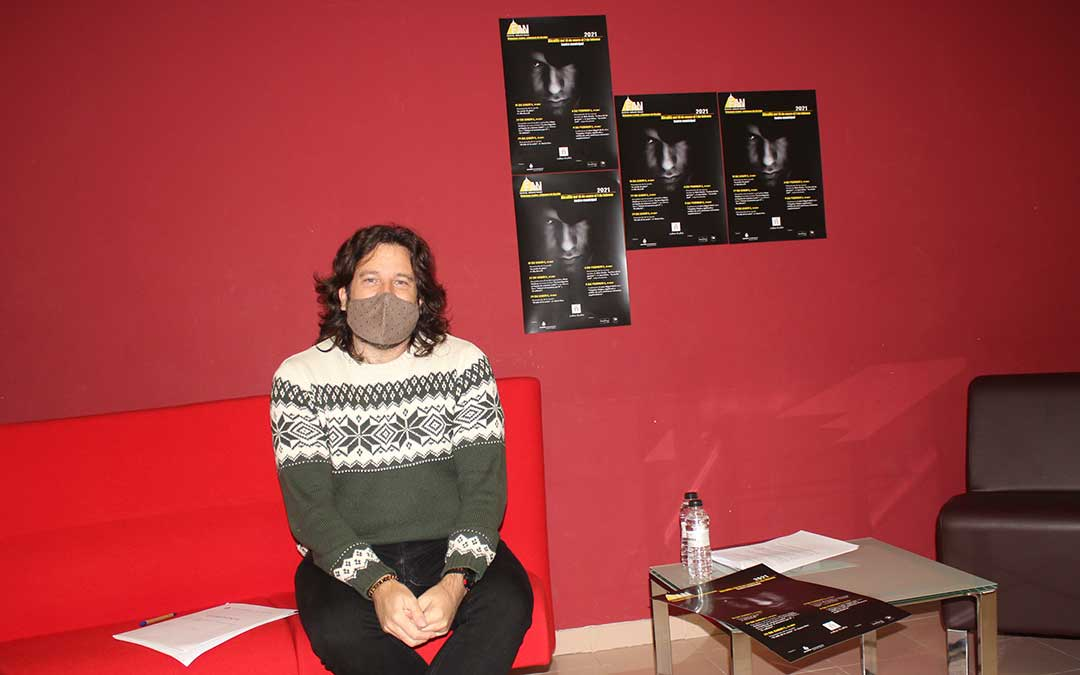 Jorge Abril, concejal de Cultura del Ayuntamiento de Alcañiz, tras la presentación del programa del FAN en la capital bajoaragonesa./ Laura Castel