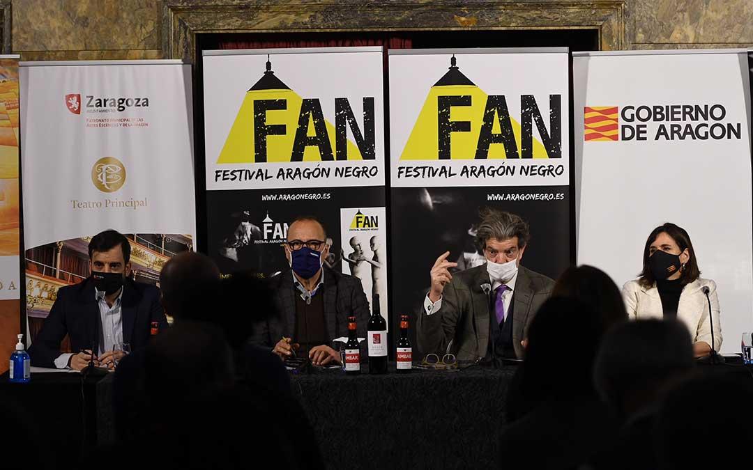 Rueda de prensa de la presentación del FAN en el Teatro Principal de Zaragoza. En la imagen, Juan Bolea, director del festival, junto a representantes del Gobierno de Aragón./ FAN