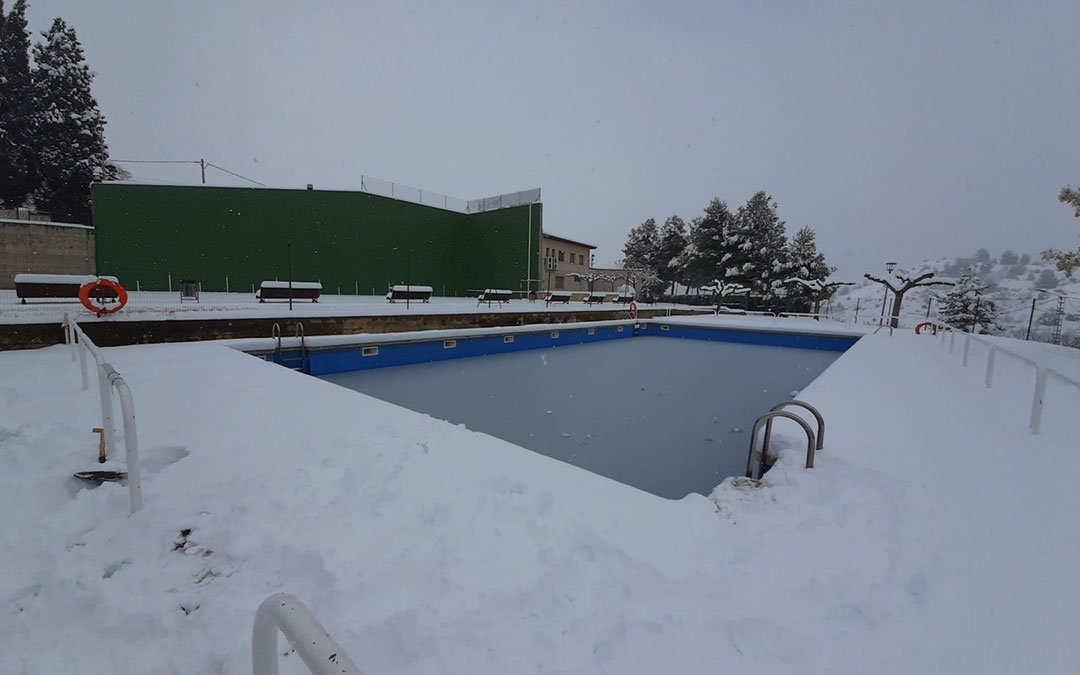 La piscina de La Ginebrosa lista para un gélido baño. / Asociación Cultural Tarayola