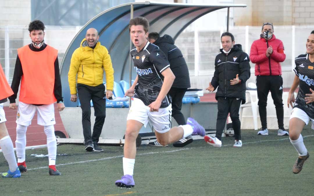 Bruno autor del primer gol del Alcañiz ante el Racing Club ZGZ. Foto: J.V.