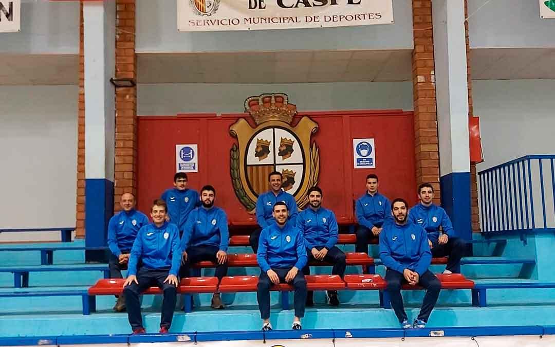 Algunos jugadores y representantes del primer equipo de FS Caspe. Imagen: FS Caspe