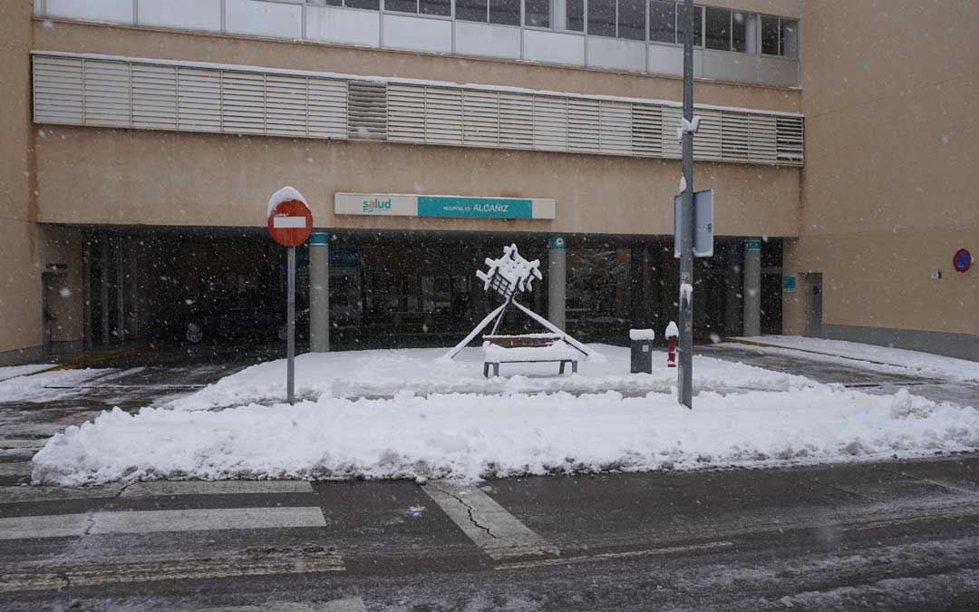 El Hospital de Alcañiz durante la nevada / J. Peñalver