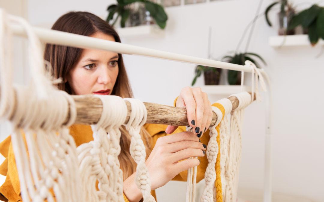 La alcañizana con una de sus piezas textiles / M.F.
