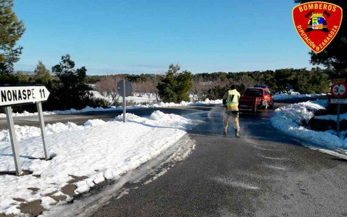 Bomberos de DPZ continúan limpiando las carreteras tras la borrasca Filomena