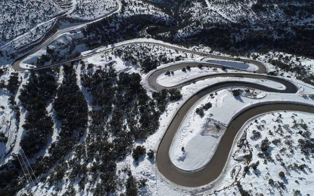 El nuevo tramo carretero evitará multitud de curvas de reducido radio. L.C.