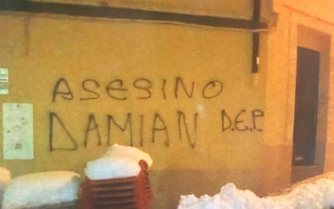 """Aparecen pintadas llamando """"asesino"""" al Guardia Civil que disparó al joven de Andorra"""