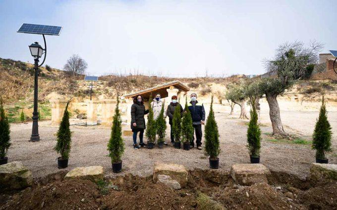 APEC planta los árboles de la Campaña de Navidad en la Fuente de los Chorros