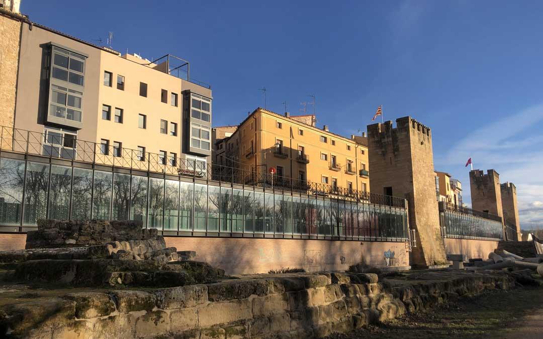 El Ayuntamiento reformará los Torreones, que llevan casi una década cerrados, para ubicar la subsede de la UNED / L. Castel