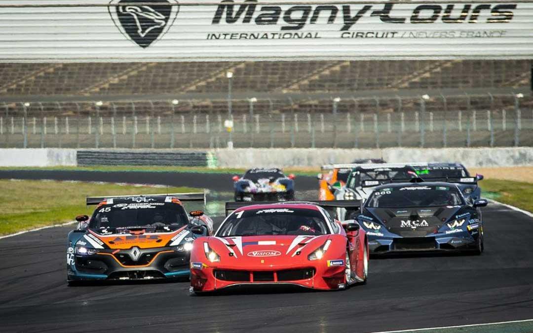 Los GT de esta competición el pasado año en el trazado de Magny - Cours. Foto: Ultimate Cup Series