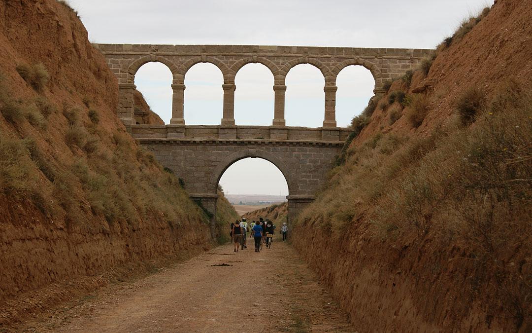 Vía verde Val de Zafán en el tramo del Puente de La Torica en dirección a La Puebla de Híjar desde Samper. / B. Severino