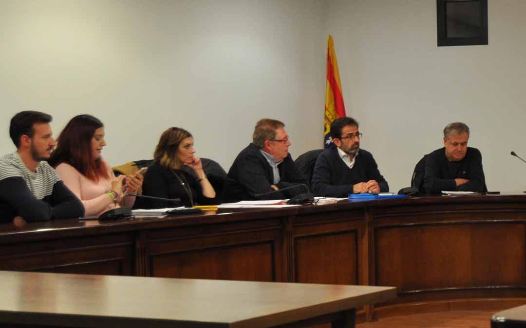 Imagen de archivo de parte de los integrantes del grupo del Partido Popular durante una sesión del pleno de la comarca del Matarraña.