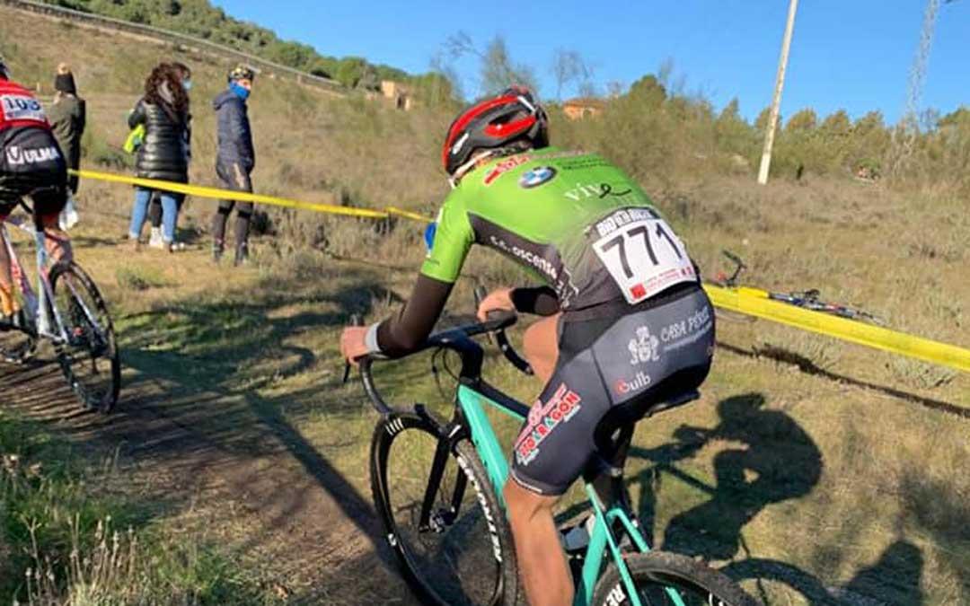 Javier Zaera en plena carrera de ciclocross en Torrelavega. Foto: C.C. Oscense