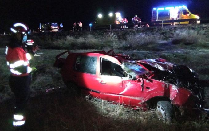 Dos heridos graves en una salida de vía con vueltas de campana en Crivillén