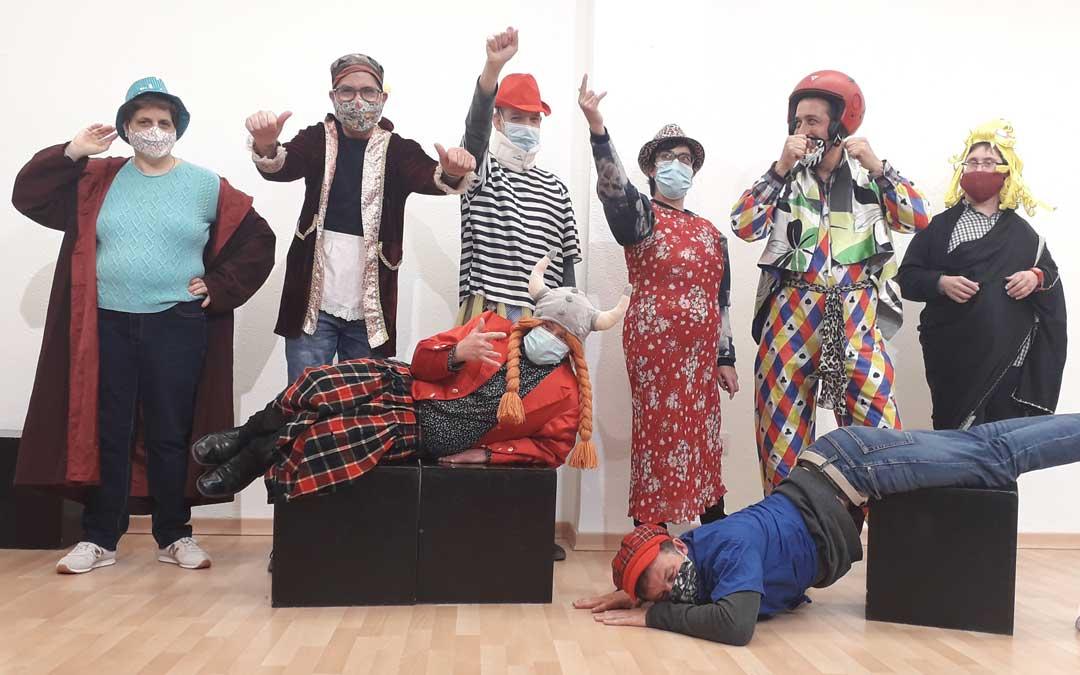 Taller de arte dramático de la asociación Las Cañas de Alcañiz en el que se educa a través del arte / Las Cañas