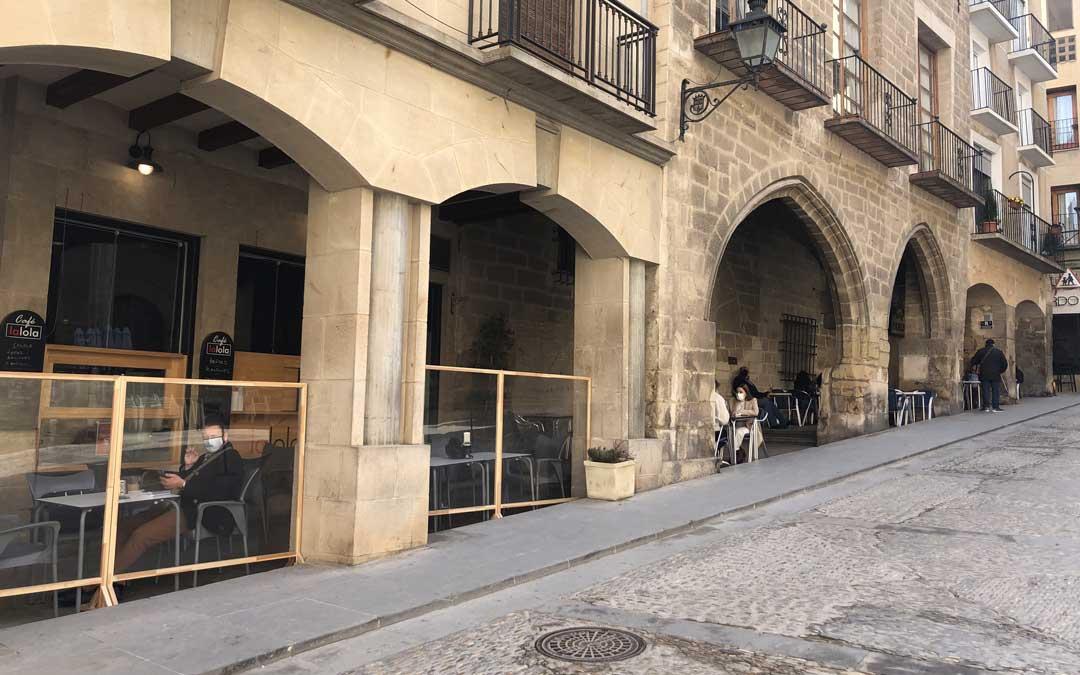 Zona de terrazas de la plaza España de Alcañiz este jueves / L.C.