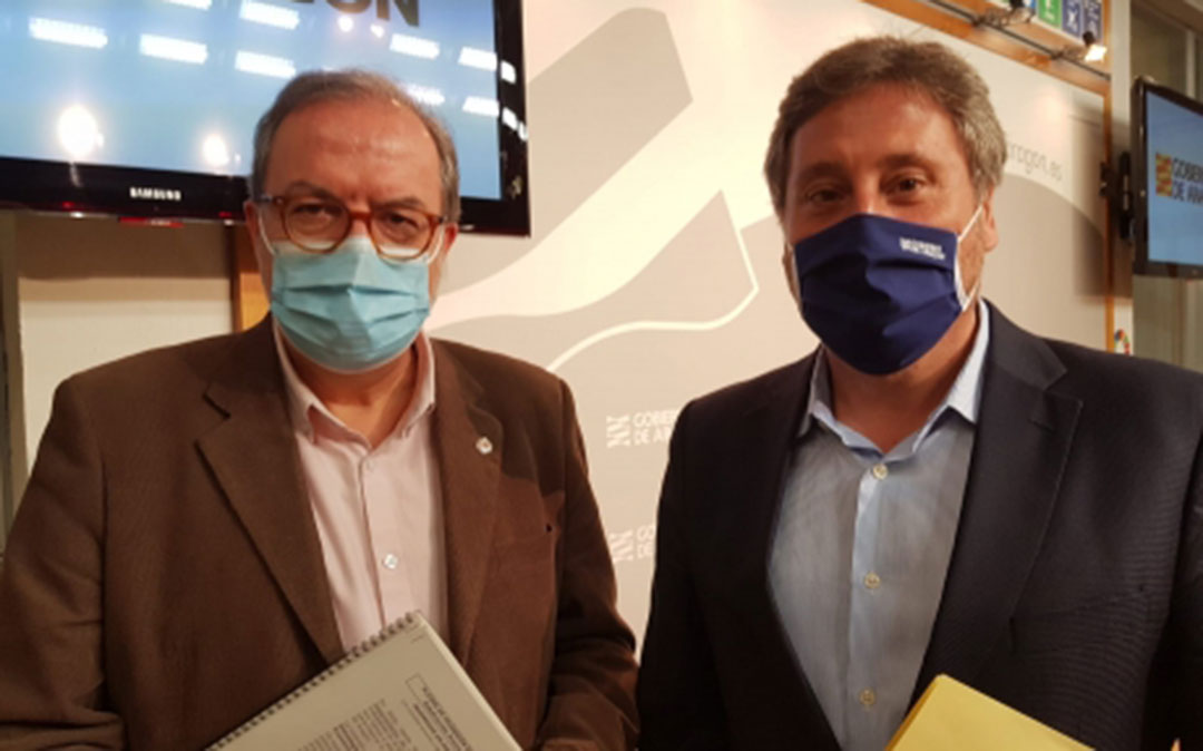 El director general de Carreteras, Bizén Fuster, y el consejero de Vertebración del Territorio, Movilidad y Vivienda, José Luis Soro./ DGA