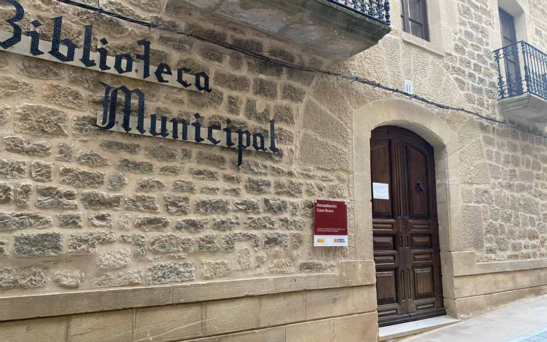 Instalaciones municipales como la Biblioteca Pública de Calaceite, permanence clausuradas ante el brote de covid-19. L. C.