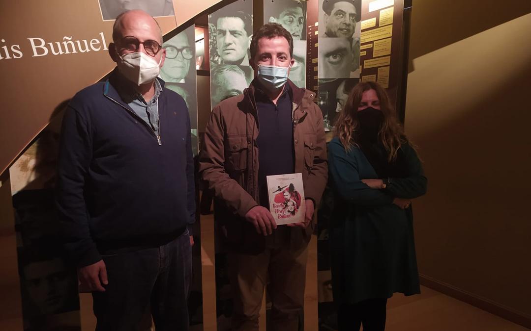 Luis Roca y Marta de Santa Ana, en el Centro Buñuel Calanda hace unos meses, junto al alcalde Alberto Herrero. / CBC