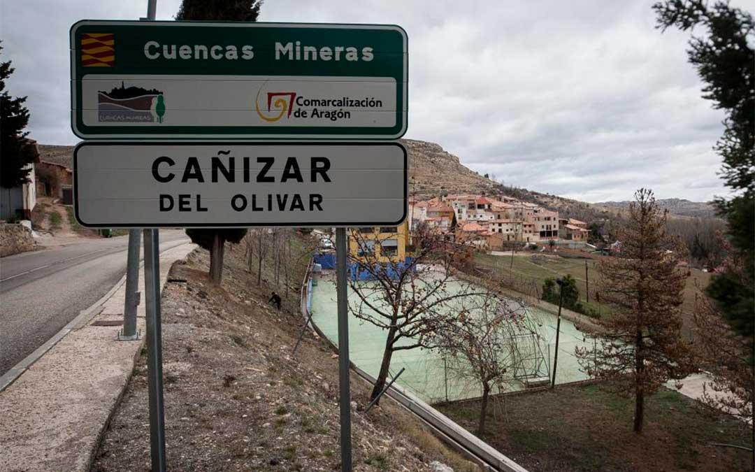 El camionero borracho pretendía cargar su camión de agua embotellada en Cañizar del Olivar pero un empleado alertó a la Guardia Civil./ Heraldo-Laura Uranga