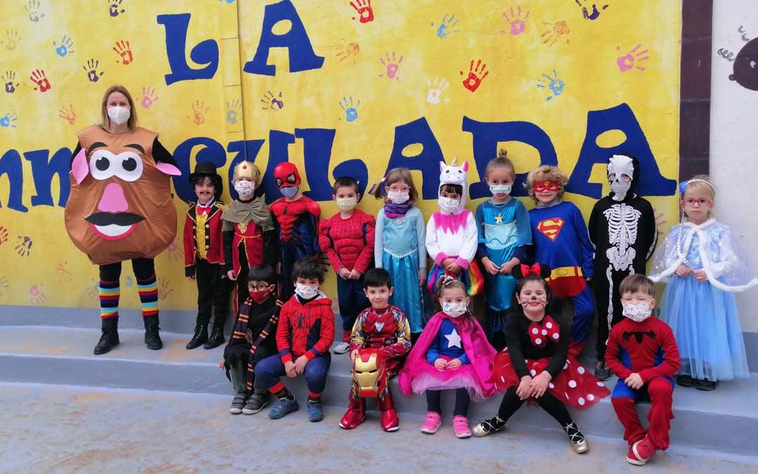 Superhéroes y princesas en el Colegio La Inmaculada./LA INMACULADA