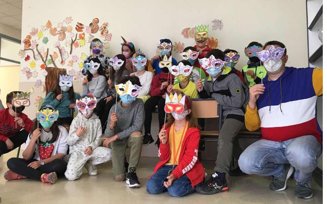Foto de grupo en el Colegio Juan Sobrarias ./JUAN SOBRARIAS