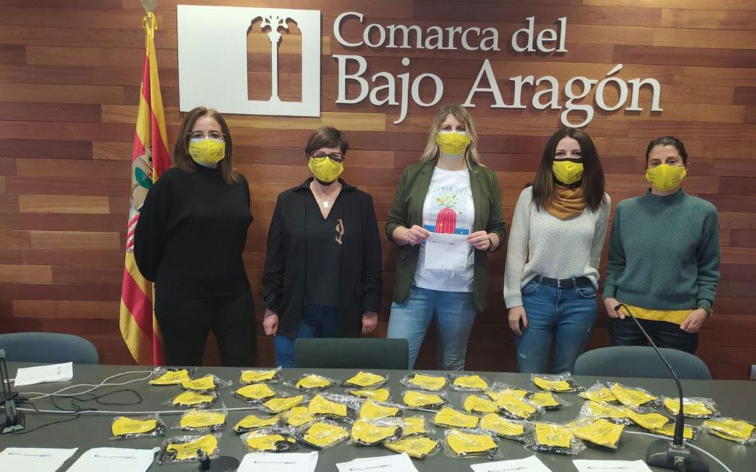 La consejera delegada Susana Mene, en el centro del equipo del Área de Mujer de la Comarca. / Comarca Bajo Aragón