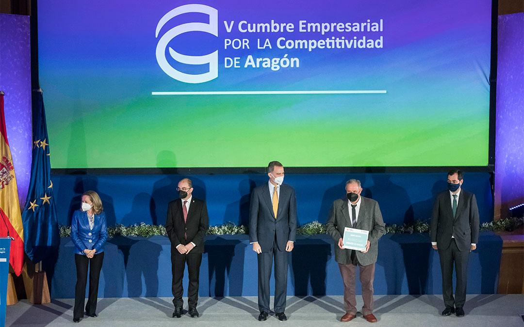 El presidente de Grupo Arcoiris, Delfín Albesa, recogió el reconocimiento./ L.C.